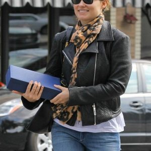 Olivia-Wilde-Black-Leather-Jacket
